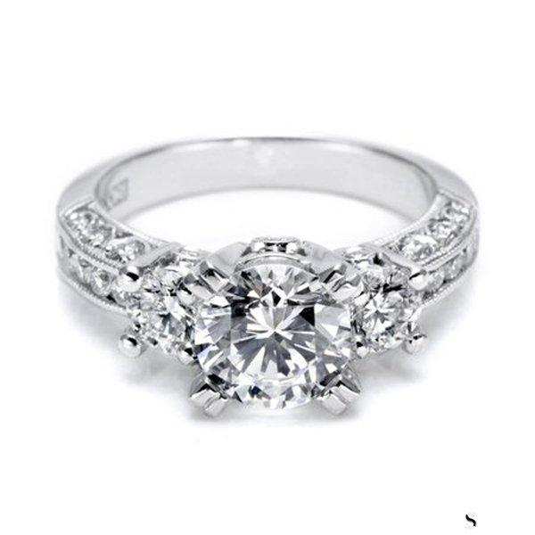 南京通灵钻石戒指回收
