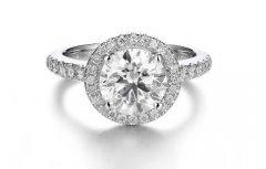 南京一克拉钻石回收多少钱,钻石荧光有什么影响?